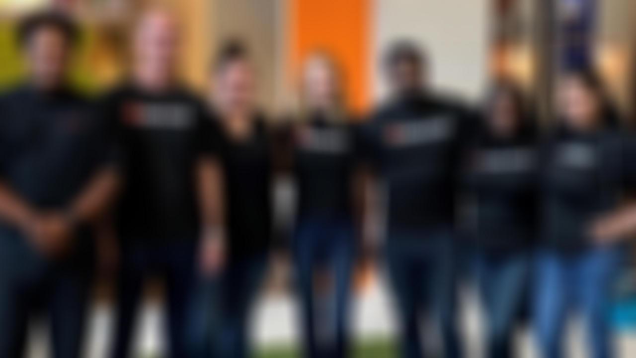 deluxe volunteers